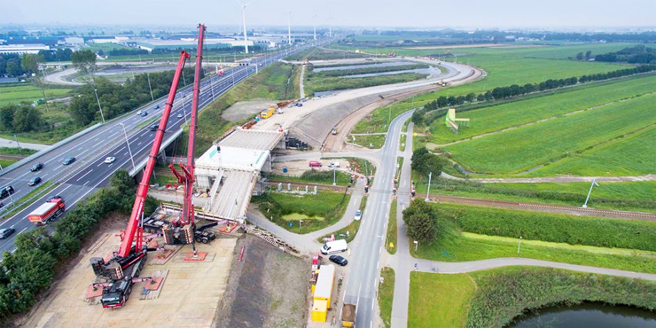 Parallelstructuur A12 - Inhijsen liggers spoorviaduct langs de A12- BRON Provincie Zuid-Holland en Heijmans