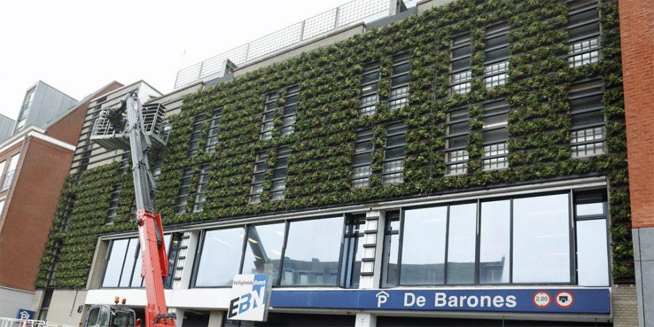Barones met groene voorgevel
