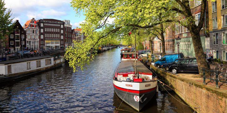 Amsterdam pakt bruggen en km's kademuur aan